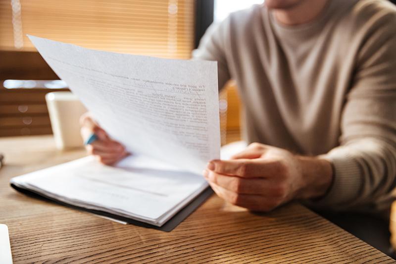 ¿Cómo puedo saber si un familiar ha dejado testamento?